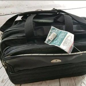 SAMSONITE WEEKENDER OVERNIGHT BAG NWOT BLACK